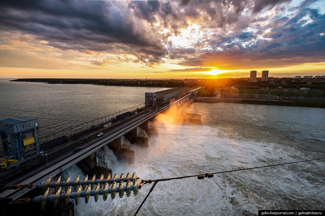 Новосибирская ГЭС: водопад на Обском море