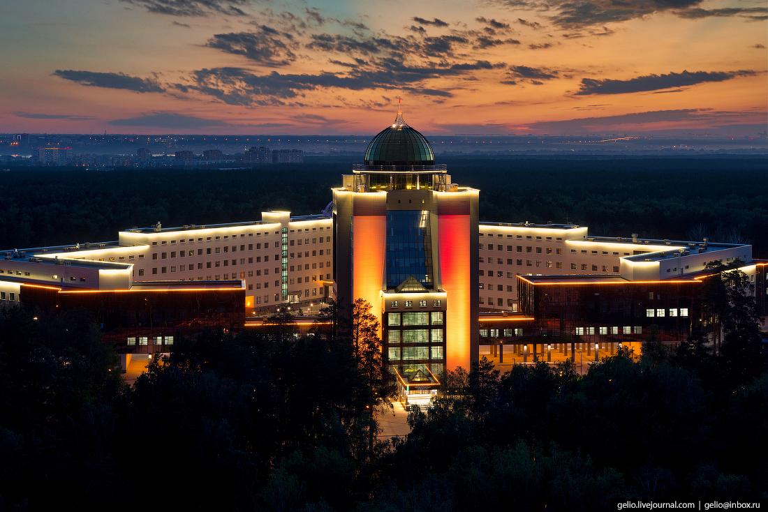 Новый главный корпус НГУ Новосибирский Академгородок