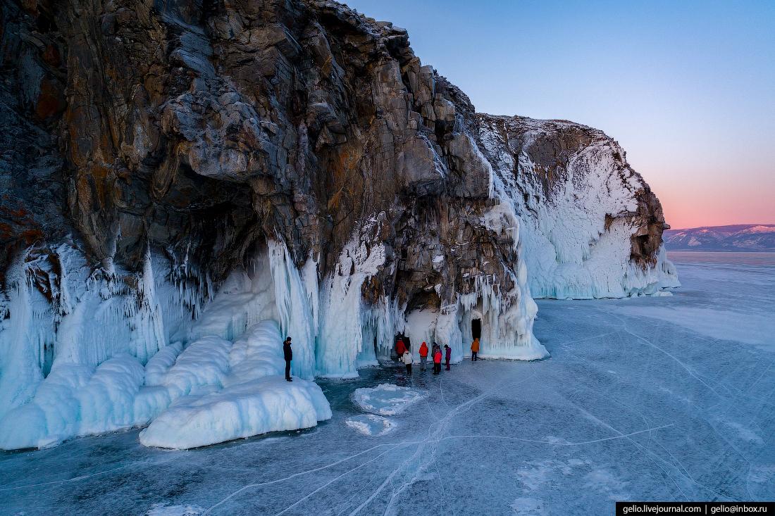 Зимний Байкал: километры прозрачного льда