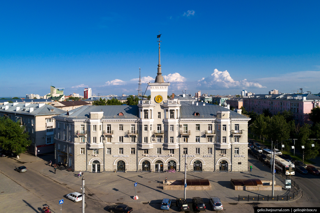 Фото Барнаул, Дом под шпилем