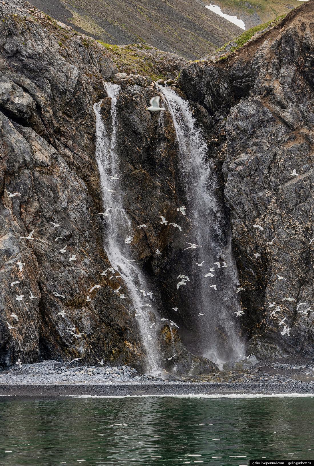 Мыс Дежнёва водопад