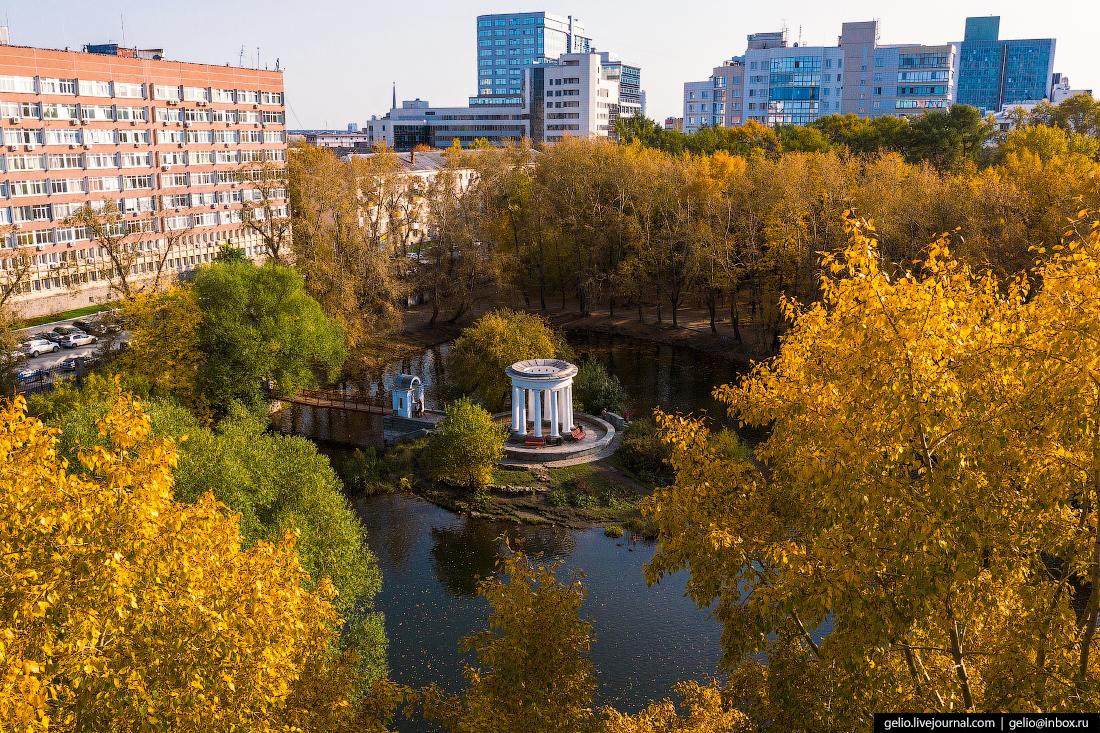 Виды Екатеринбург Каменная ротонда на пруду в Харитоновском парке