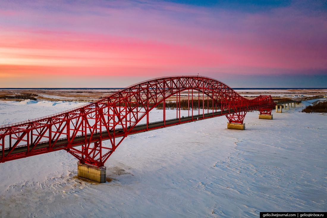 Ханты-Мансийск с высоты мост Красный дракон