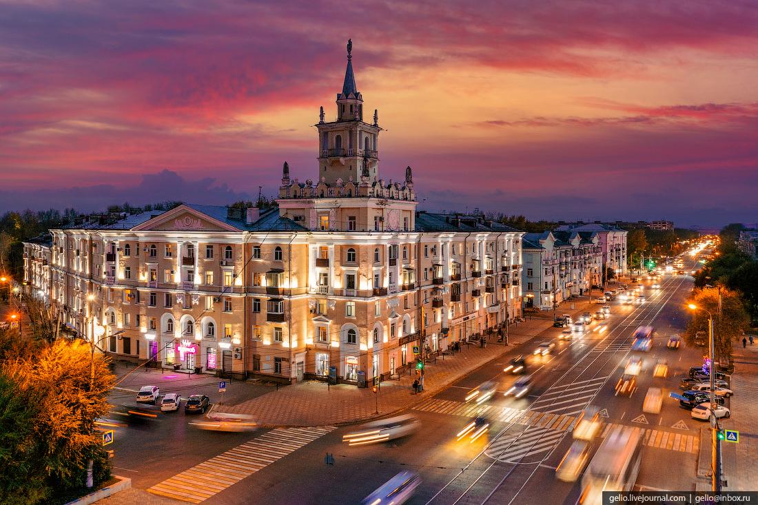Комсомольск-на-Амуре с высоты, дом со шпилем