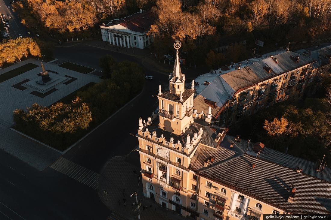 Комсомольск-на-Амуре с высоты, комса, Дом со шпилем