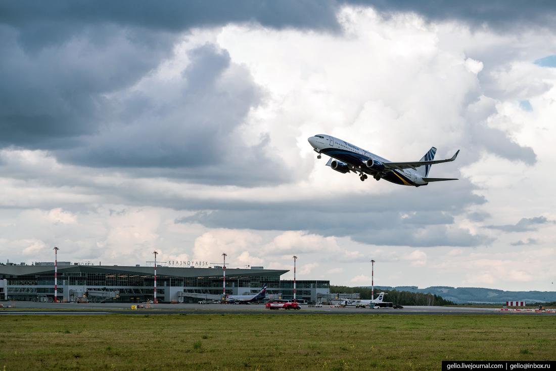 Аэропорт Красноярск Емельяново Boeing 737-800 авиакомпании NordStar