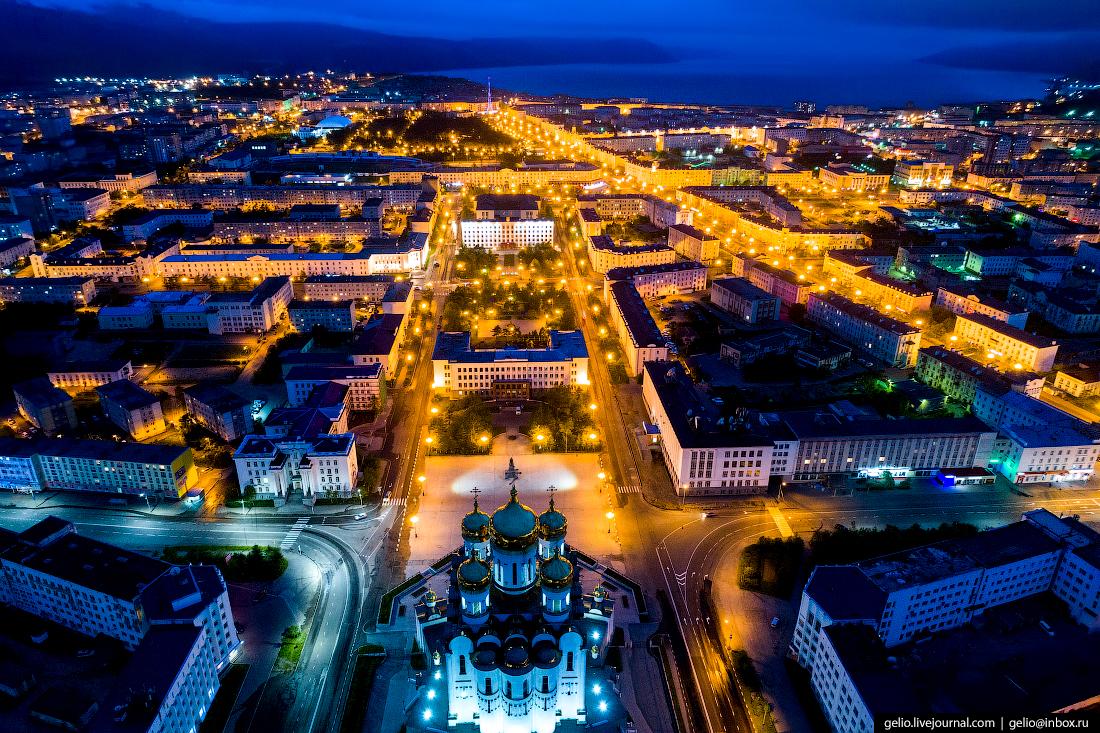Магадан с высоты: суровый город у моря