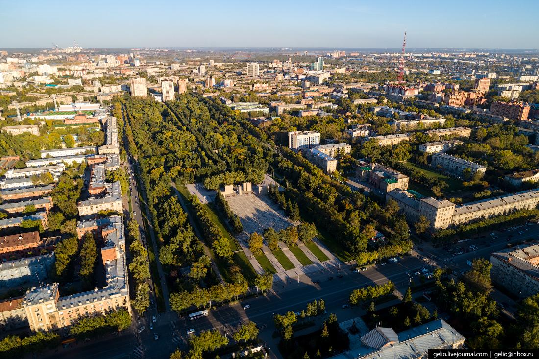 Новосибирск с высоты, Монумент и сквер Славы