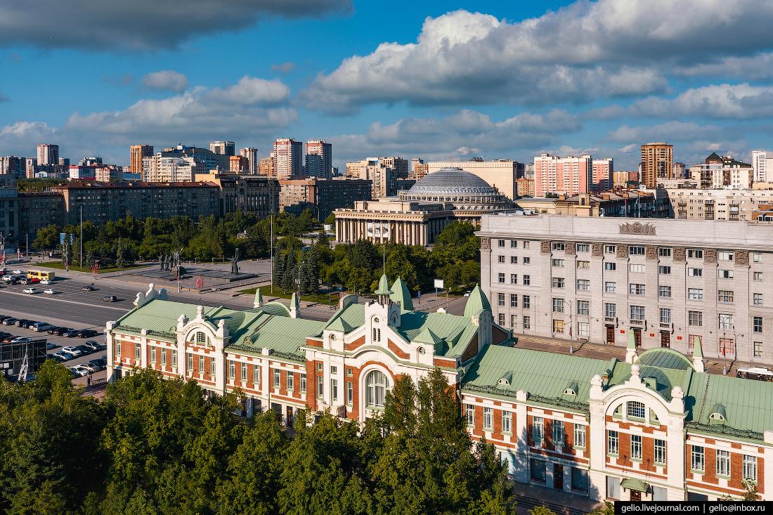 Новосибирск Краеведческий музей Оперный театр и мэрия.