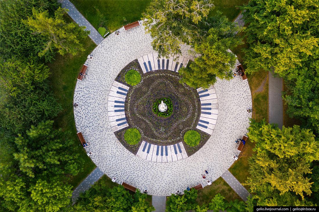 Новосибирск сквер арфа оперный