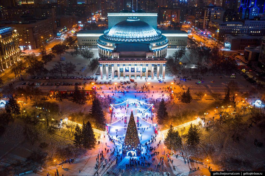 Зимний Новосибирск, ледовый каток, оперный
