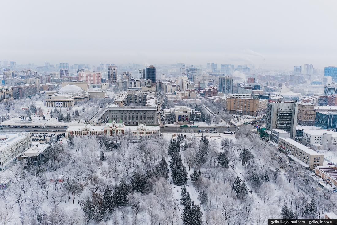 Зимний Новосибирск, первомайский сквер, белый