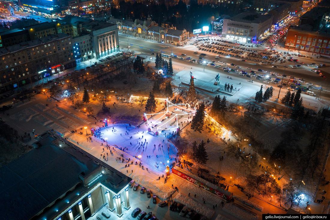 Зимний Новосибирск, каток у оперного