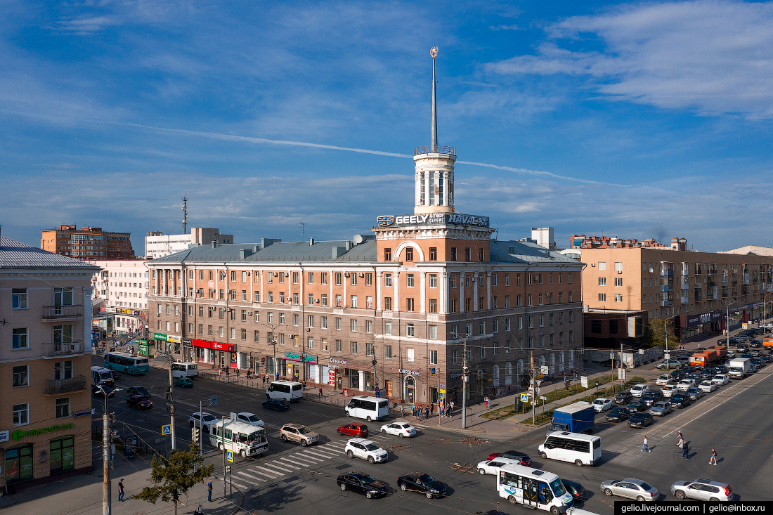 Фото Омска с высоты Дом со шпилем сталинка