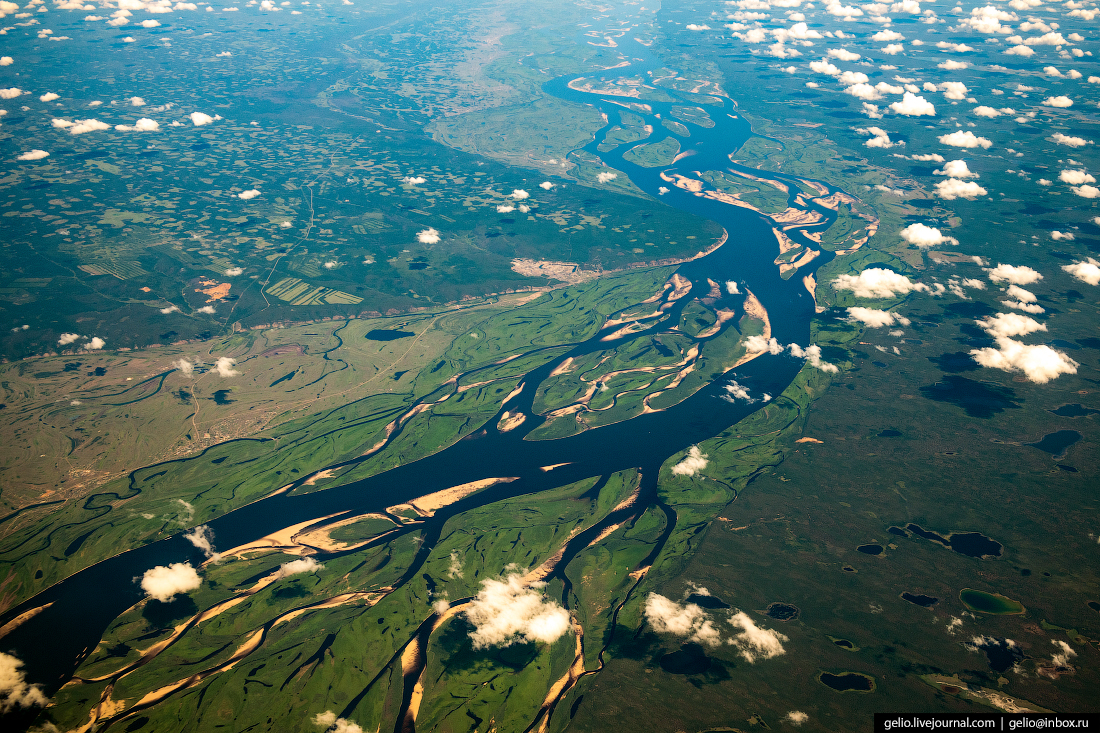 река Лена из окна самолёта, из иллюминатора