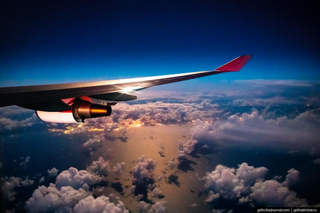 Крыло из окна самолёта, из иллюминатора