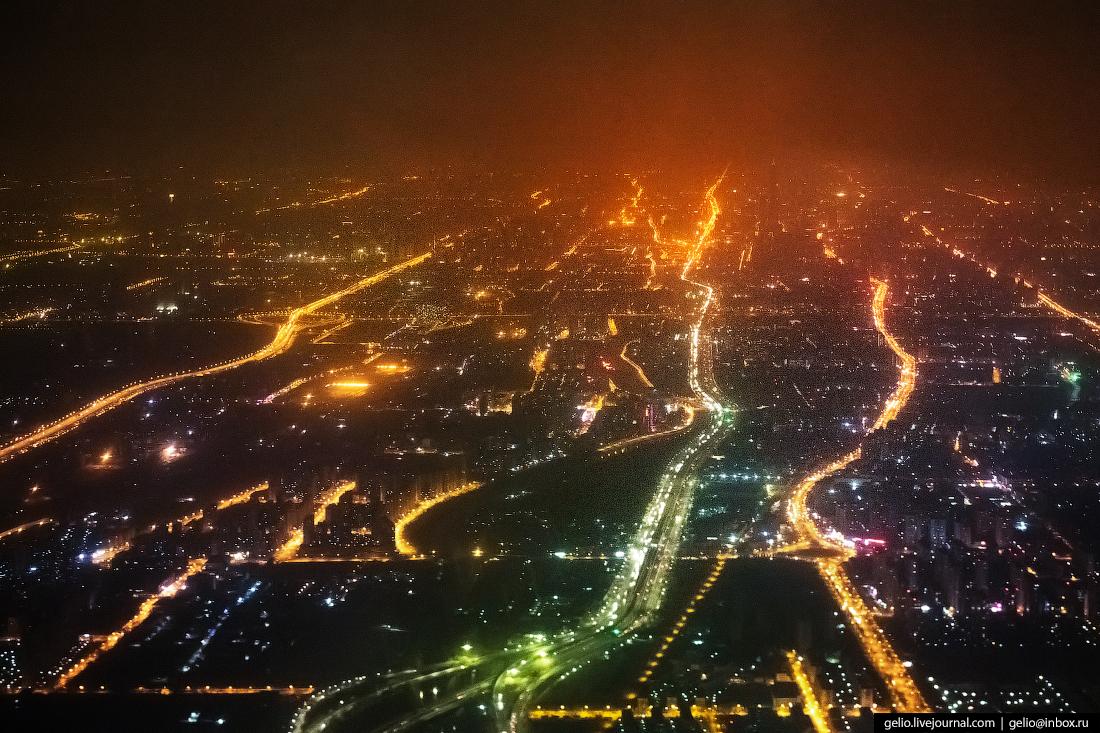 Ночной Пекин из окна самолёта, из иллюминатора