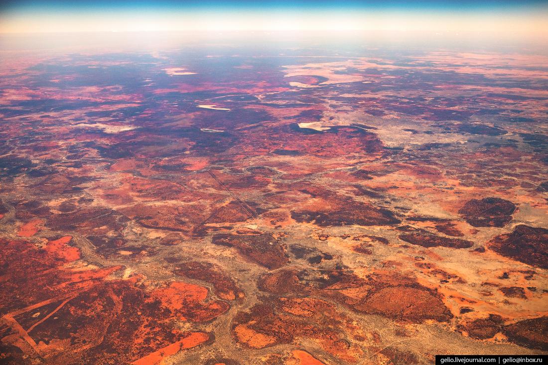 Пустыни Австралии из окна самолёта, из иллюминатора
