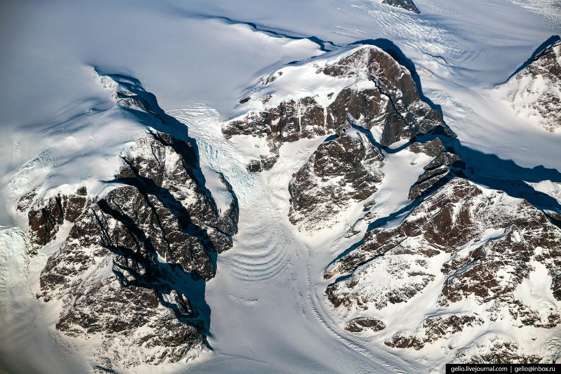 Ледник из окна самолёта, из иллюминатора