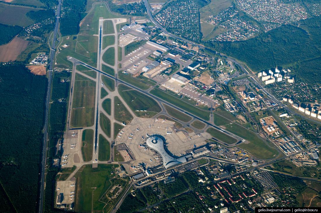 Аэропорт Внуково из окна самолёта, из иллюминатора