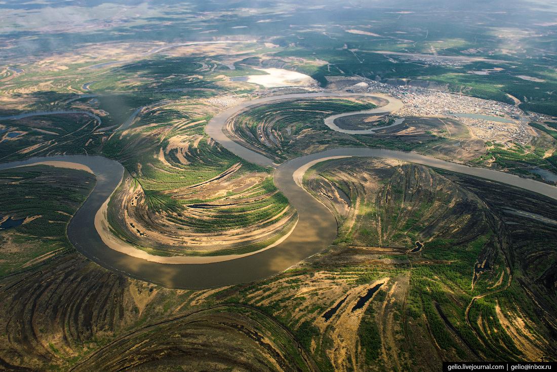 Фотографии из окна самолёта Река Яна
