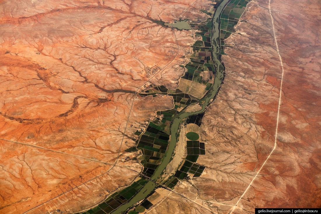 Фотографии из окна самолёта Оранжевая — река в южной Африке