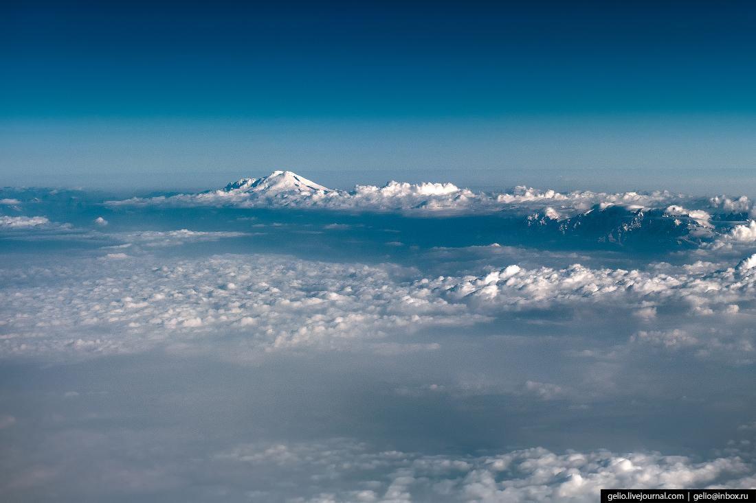 Фотографии из окна самолёта Эльбрус