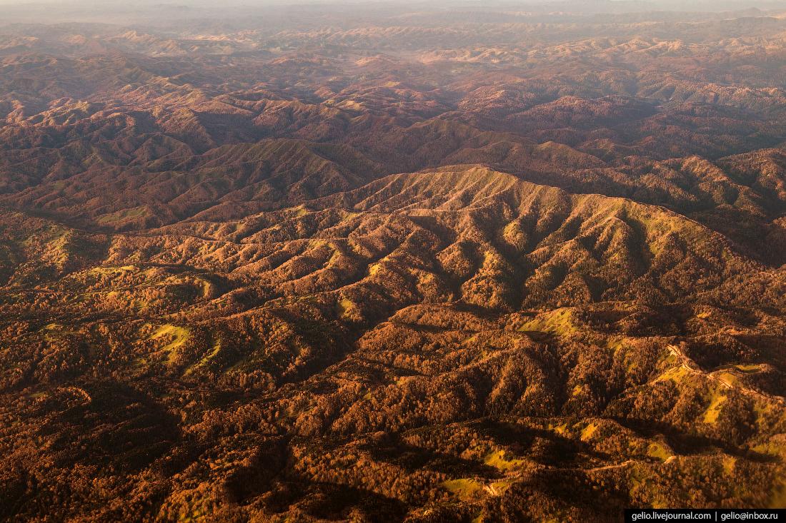 Фотографии из окна самолёта Осень на сопках Сахалина