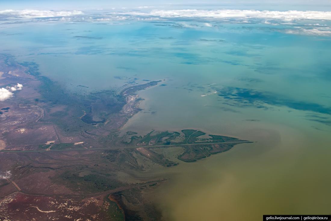 Фотографии из окна самолёта Каспийское море