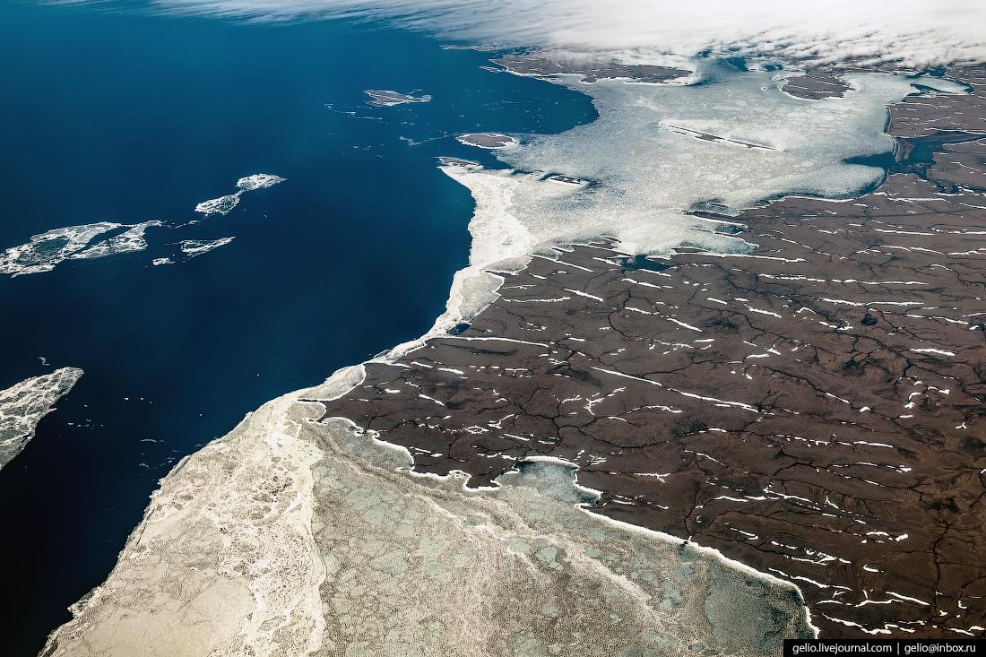 Фотографии из окна самолёта Карское море