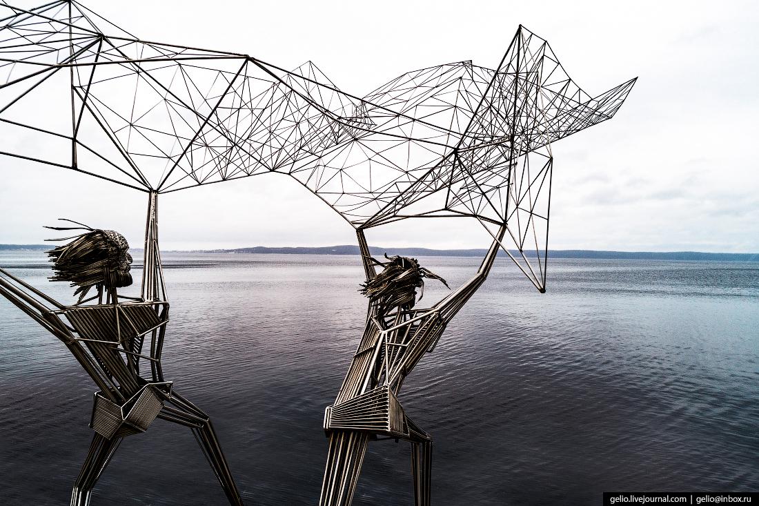 Петрозаводск с высоты, скульптура рыбаки
