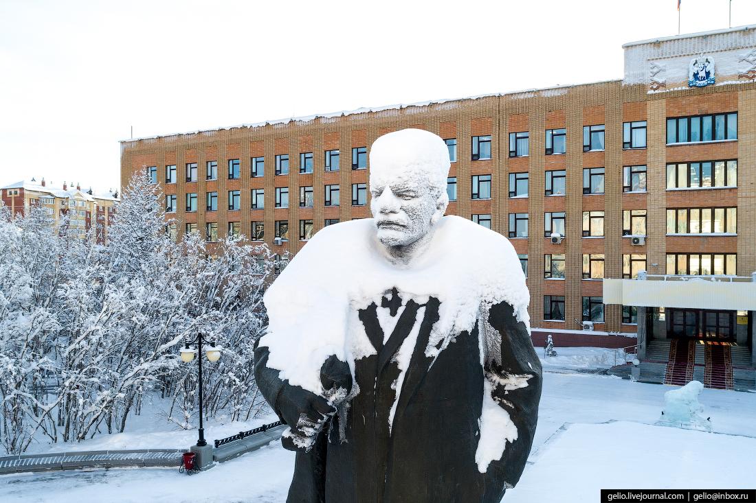 Салехард, Озябший Ленин, снег, памятник