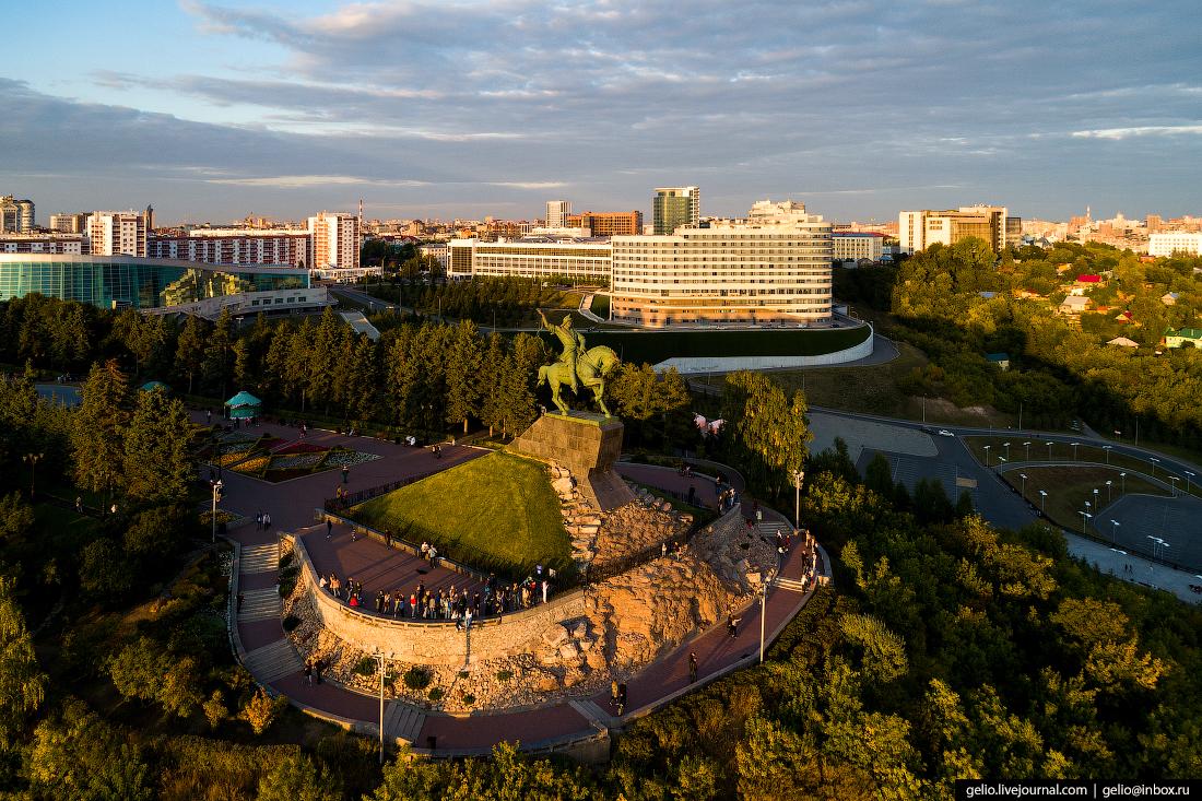 Уфа с высоты, Памятник Салавату Юлаеву