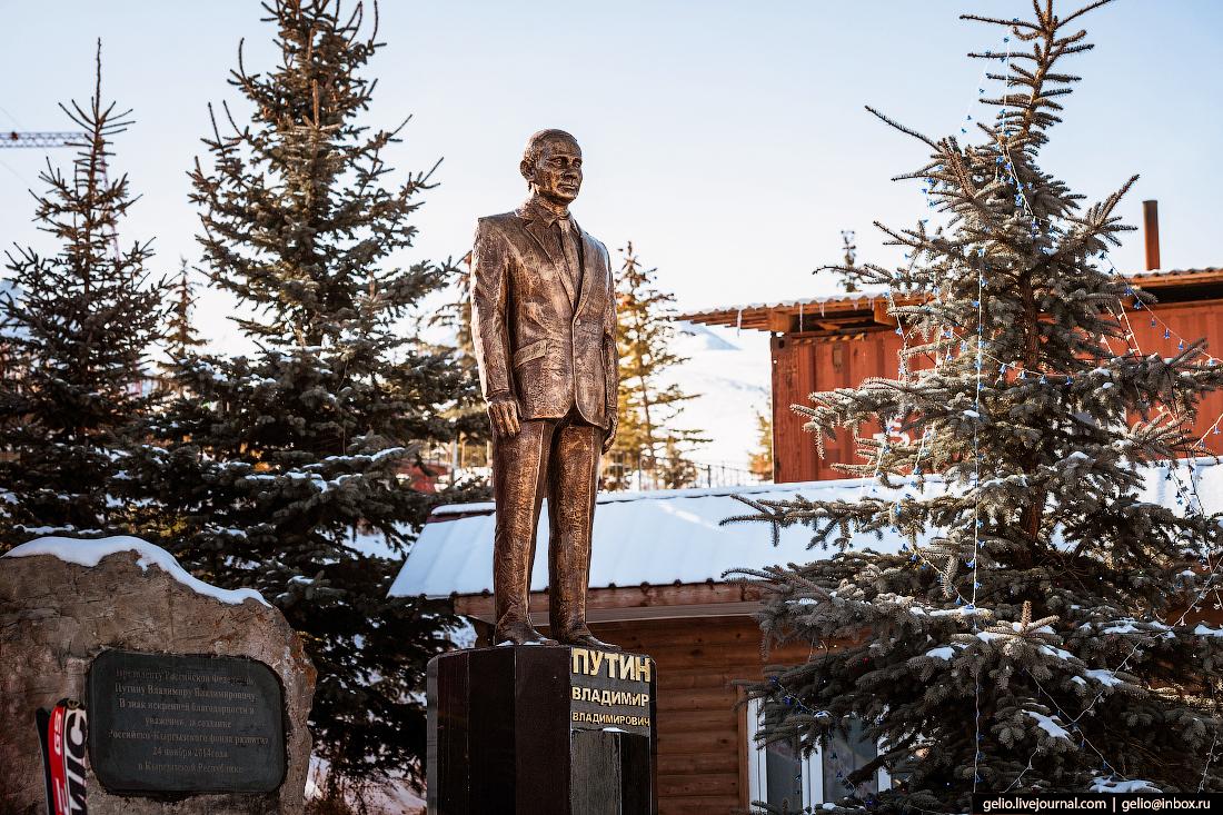 Зимний Кыргызстан памятник путину