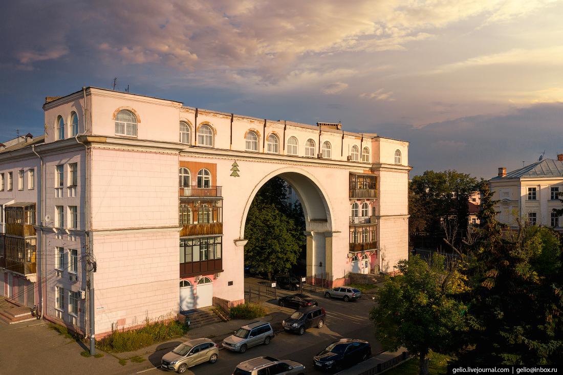 Ярославль с высоты Дом с аркой